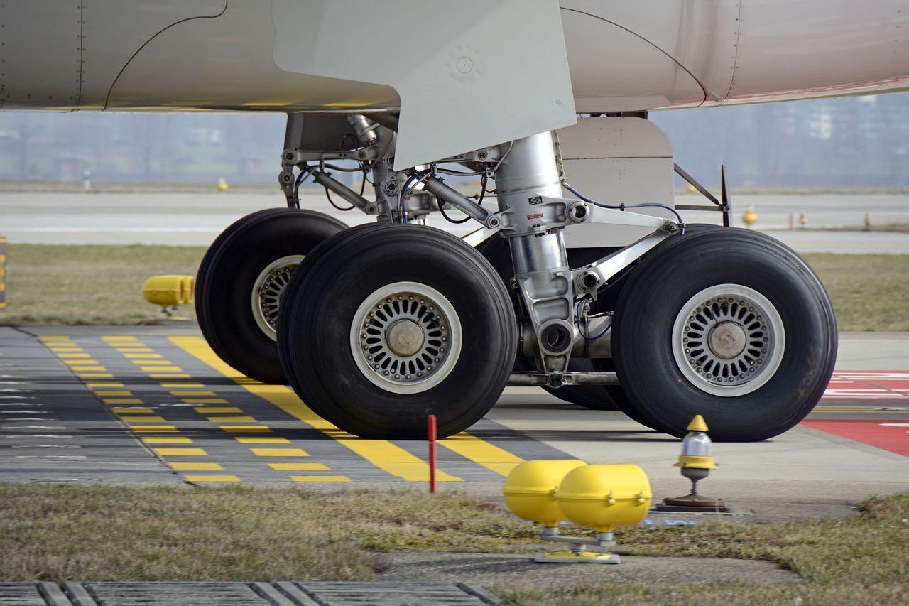 main landing gear, aircraft, wheel